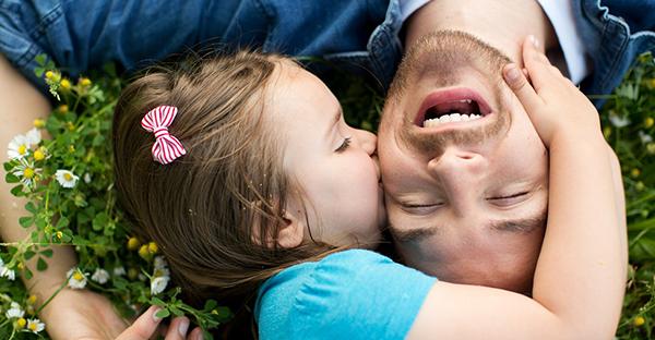"""""""Pai, neste teu dia quero dizer que te adoro"""", porque os pais são super heróis"""