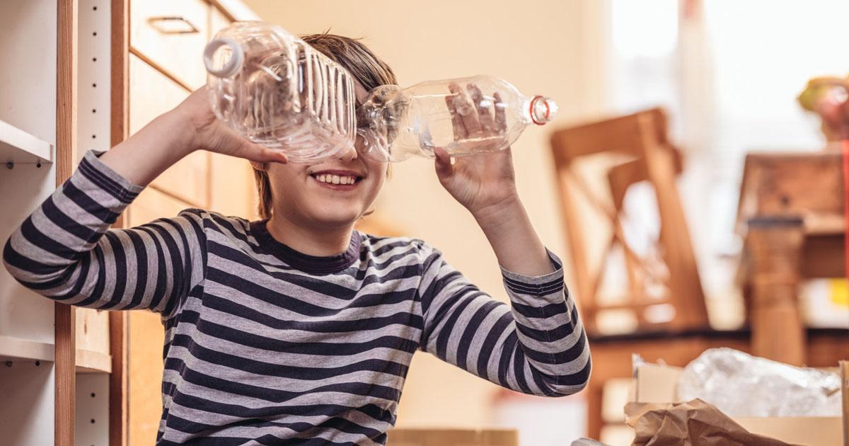 Sabia que reciclar uma garrafa de plástico pode dar até 6 horas de luz?