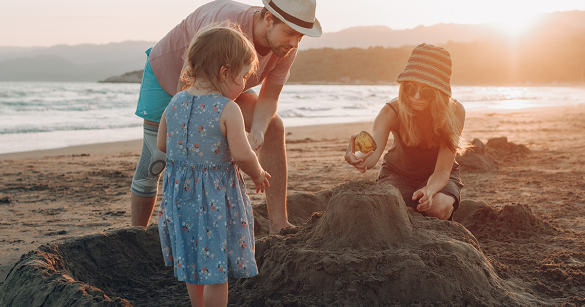 A importância de brincar na praia!